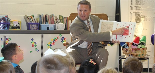 Superintendent Lively reads to elementary students